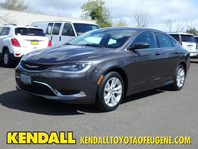 2015 Chrysler 200 For Sale >> Pre Owned 2015 Chrysler 200 Limited Sedan In Eugene Tzt4316